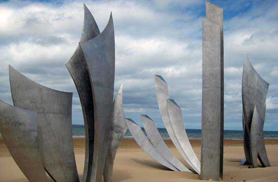 Les Braves de Saint-Laurent-sur-Mer - Groupe Sculptural d'Anilore Banon © JCG