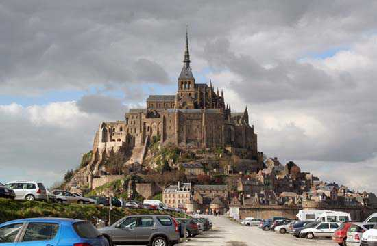 Le Mont-Saint-Michel et l'ancienne digue-route © JCG